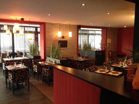 La salle de restaurant photo de la veranda ch teaubourg for Resto lasalle
