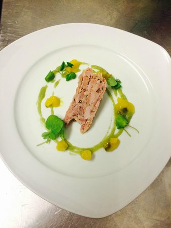 Aspect Bar & Bistro: Ham Hock with pea purée and home made picalilli