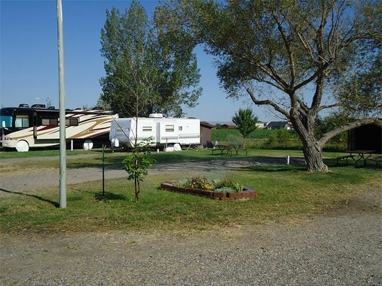 Grandview Campground & RV Park: Our rental trailer at Grand View Campgroud in MT
