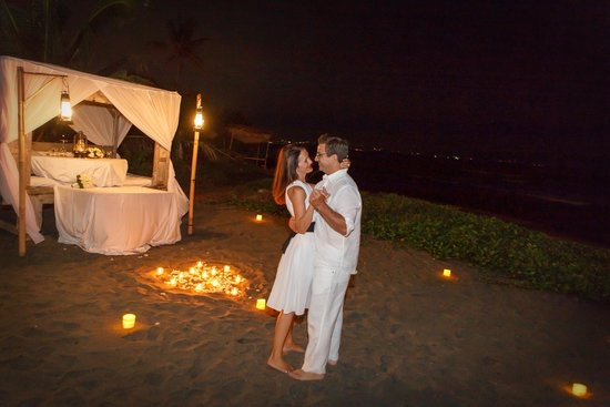 Hotel Tugu Bali: Romantic dinner on the beach
