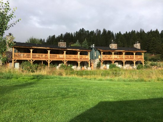Rainbow Ranch Lodge: Pondside rooms