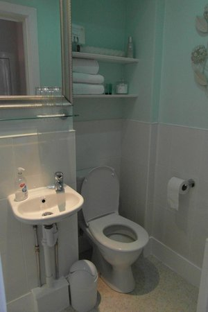 The Ness Guest House: baño