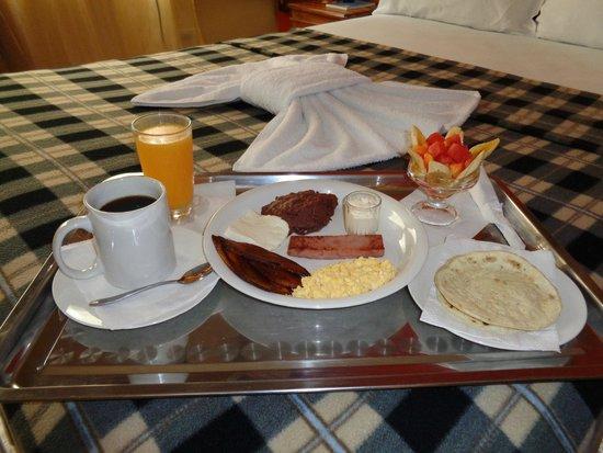 Hotel Santa Lucia Comayagua: Desayuno en la habitación