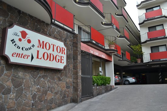 Red Coach Motor Lodge: Hotel Entrance