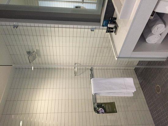 Hotel Lumen - a Kimpton Hotel: Bathroom