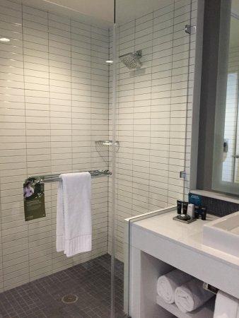 The Lumen : Bathroom