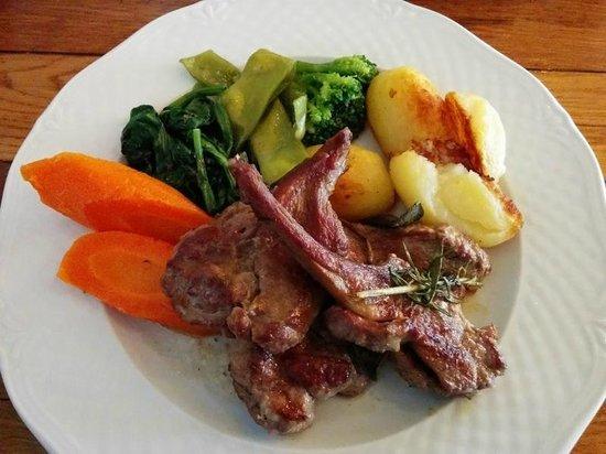 Die Trattoria am Großmarkt: Grilled Lamb Chops, Roast Potatoes and Vegetables