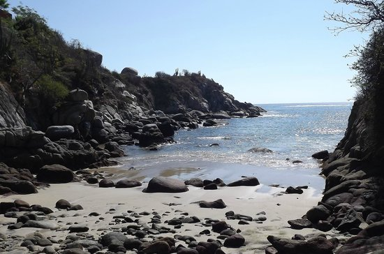 Las Brisas Huatulco: Secret Beach at low tide