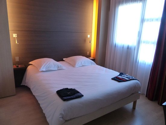 Hôtel  Oceania Nantes Aeroport : chambre à coucher