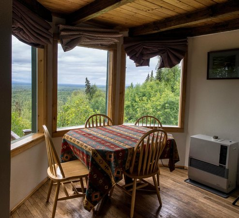 Traleika Mountaintop Cabins: Cabin dining room