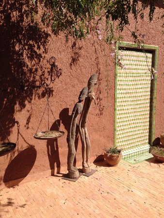 Dar Tasmayoun: überall finden sich sehr schöne Kunstwerke
