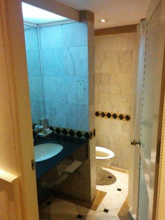 Buddy Lodge Hotel : Very clean bathroom.
