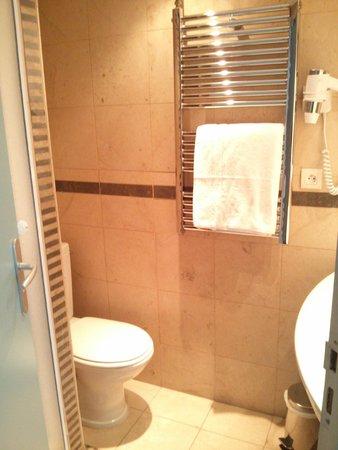Hotel Art Deco Euralille: Bathroom