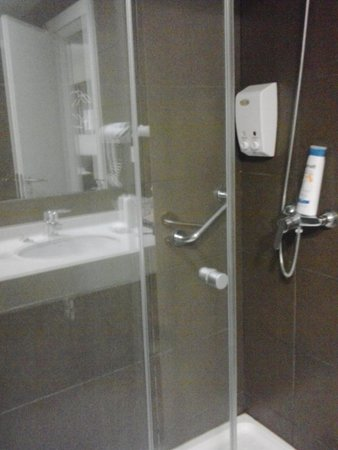 Playa Olid Apartments: shower