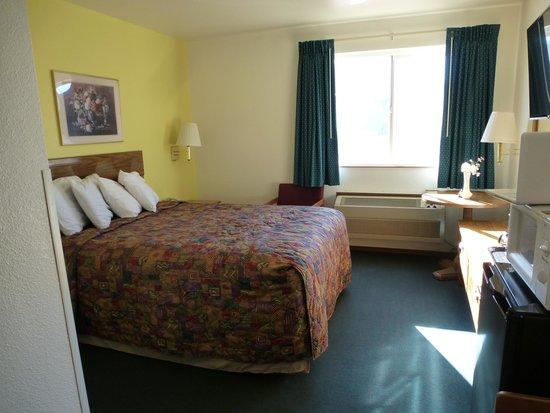Rainbow Motel : Our room