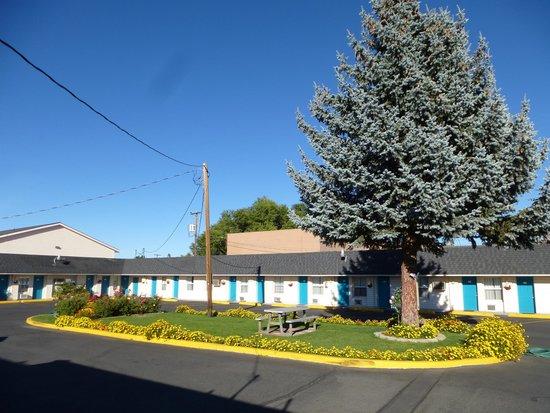 Rainbow Motel: Blue Sky