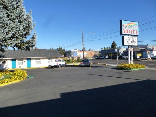 Rainbow Motel : Front aspect.