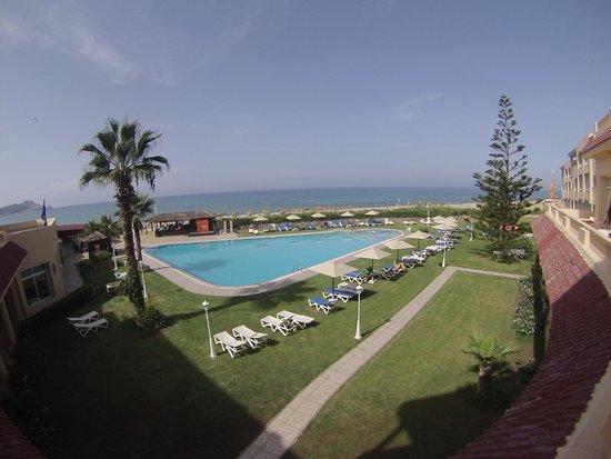 Mehari Tabarka : vista dall'albergo verso la spiaggia