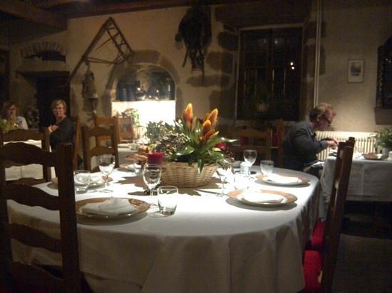 Manoir Henri IV Hotel : salle de restaurant