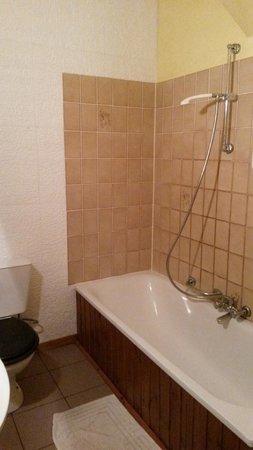 Hostellerie la Sapiniere: Absence de pare-baignoire
