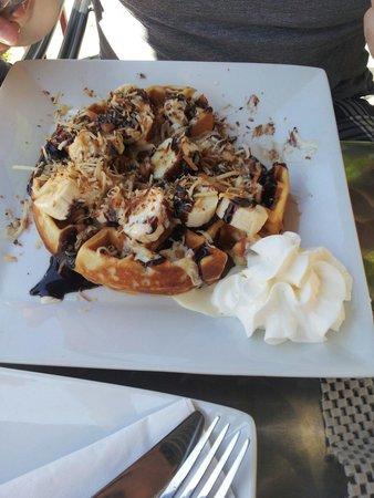 Geneva Crepe Cafe & Bistro : Belgian waffle