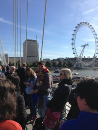 Brit Movie Tours: Dewi and group near London Eye