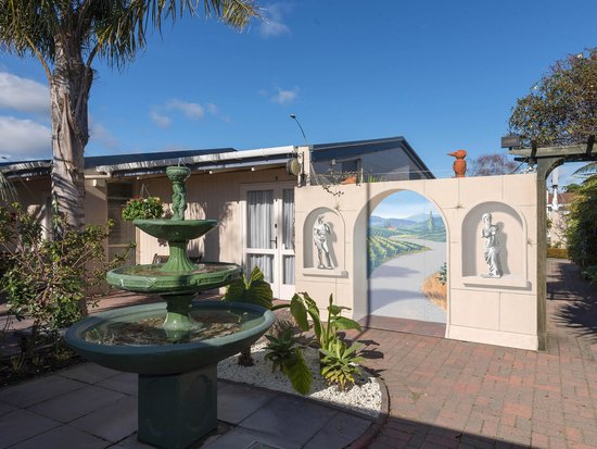 MALFROY motor lodge Rotorua - Accommodation and Mineral Pool: Garden Mural