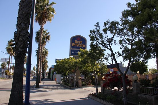 Best Western Of Long Beach : Best Western banner, view from the street