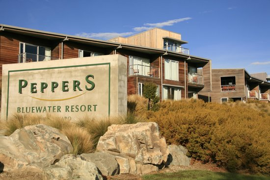 Peppers Bluewater Resort: View from road to Peppers units