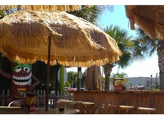 Bamboo Beach Bar & Grill : Cute place