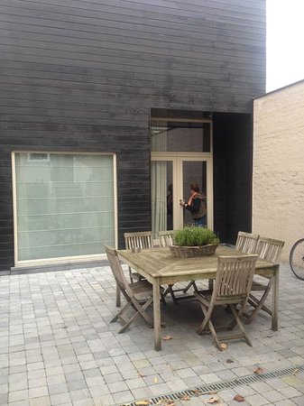Yoake Bed and Breakfast : Courtyard