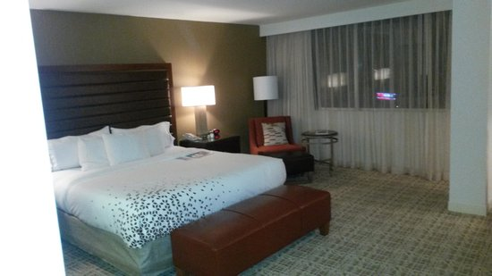 Renaissance St. Louis Airport Hotel: Executive King Bed Room
