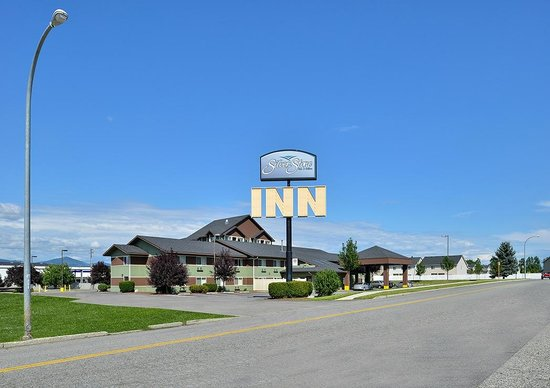SilverStone Inn and Suites: Front of Building