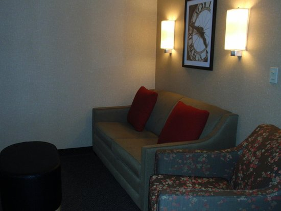 Cambria hotel & suites: sitting area