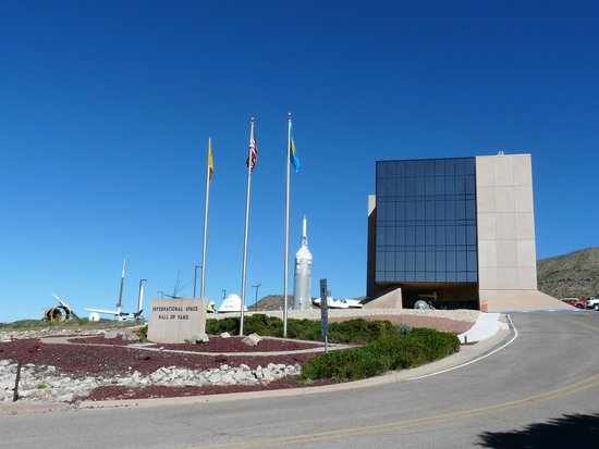 New Mexico Museum of Space History: museum from the street