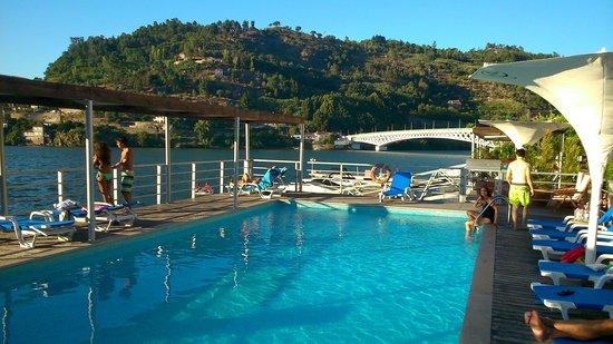 Hotel Porto Antigo: Piscina e Douro