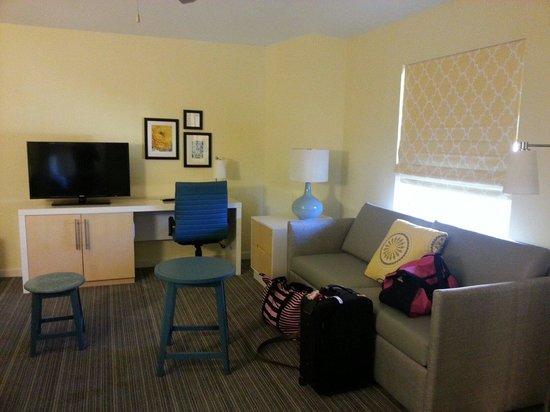 Sonesta ES Suites St. Louis : livingroom area
