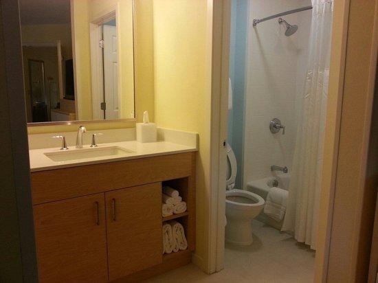 Sonesta ES Suites St. Louis : bathroom area