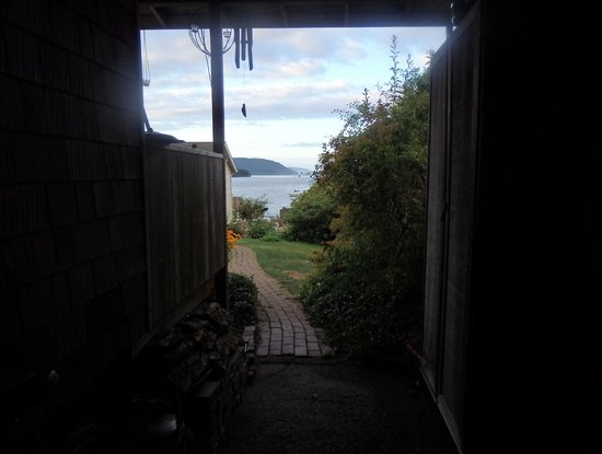 Blackberry Beach Cabins: the view as you walk through the gate into Blackberry Cottages