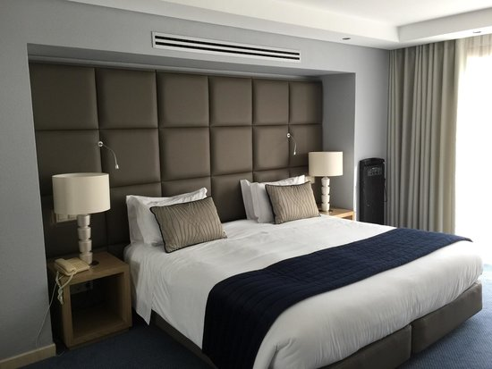 Four Seasons Country Club: Masterbedroom after refurbishment
