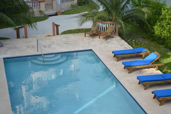 Ambergris Lake Villas : Pool