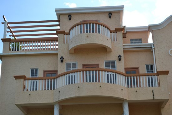 Ambergris Lake Villas : Penthouse balconies
