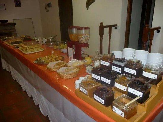 Bahia Nueva Hotel: Y esto es solo una parte del desayuno....