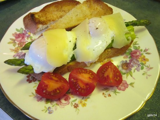 Jacquie Gordon's Bed and Breakfast : Breakfast from farm fresh products