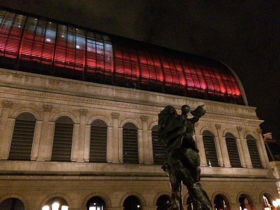 Opéra National de Lyon : Avec un rouge palpitant !