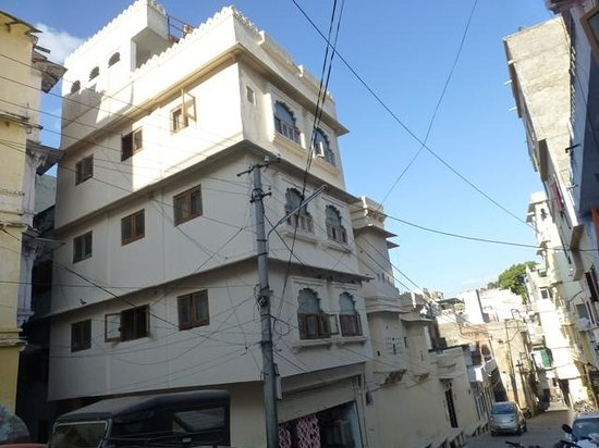 Silver Moon Haveli: The Haveli from the street