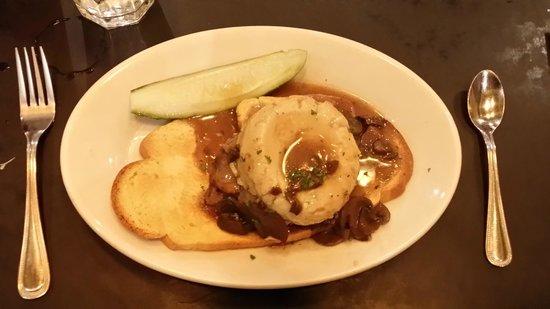 Zaftigs Delicatessen: The Hot Roast Beef Sandwich