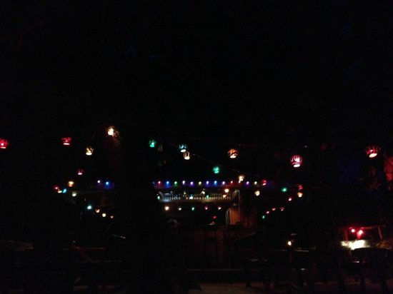 Seaflower Bungalows : Beach Bar is very festive at night