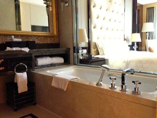 Hilton Nanjing: バスルーム