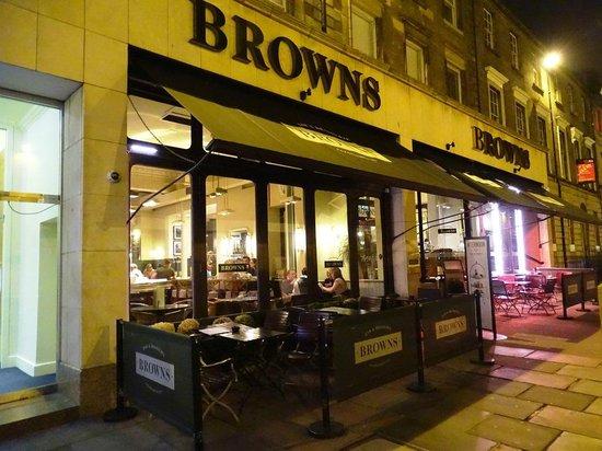 Browns Brasserie & Bar: Boa opção na George Street